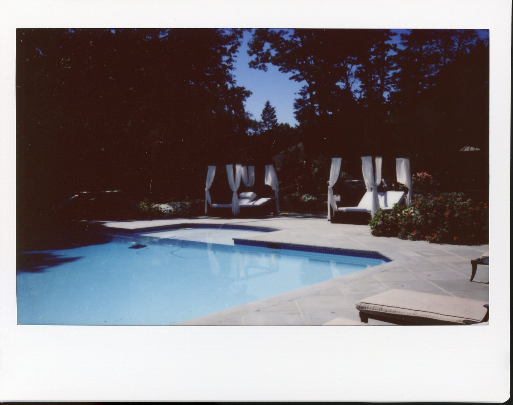 long-island-nyc-polaroid-instax-girls-getting-ready-lifestyle-model-dreamy-sisters