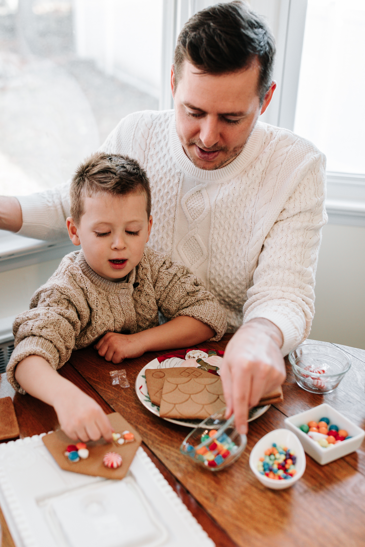 Knudsen Family Lifestyle Christmas Photos Gingerbread house 2017-34.jpg