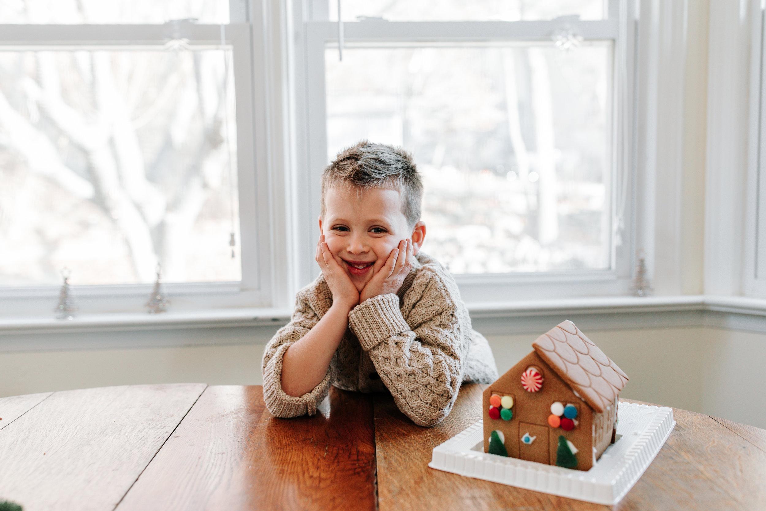 Knudsen Family Lifestyle Christmas Photos Gingerbread house 2017-42.jpg