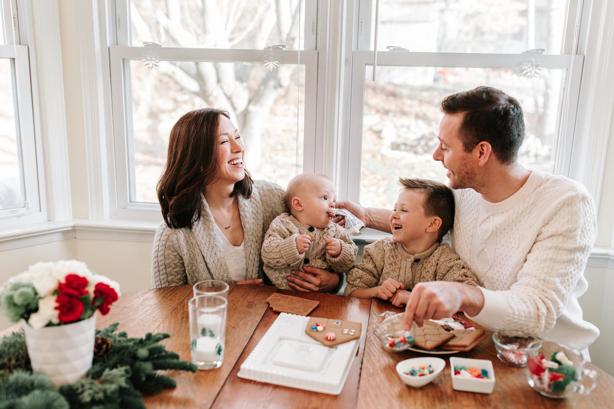 Knudsen Family Lifestyle Christmas Photos Gingerbread house 2017-17.jpg