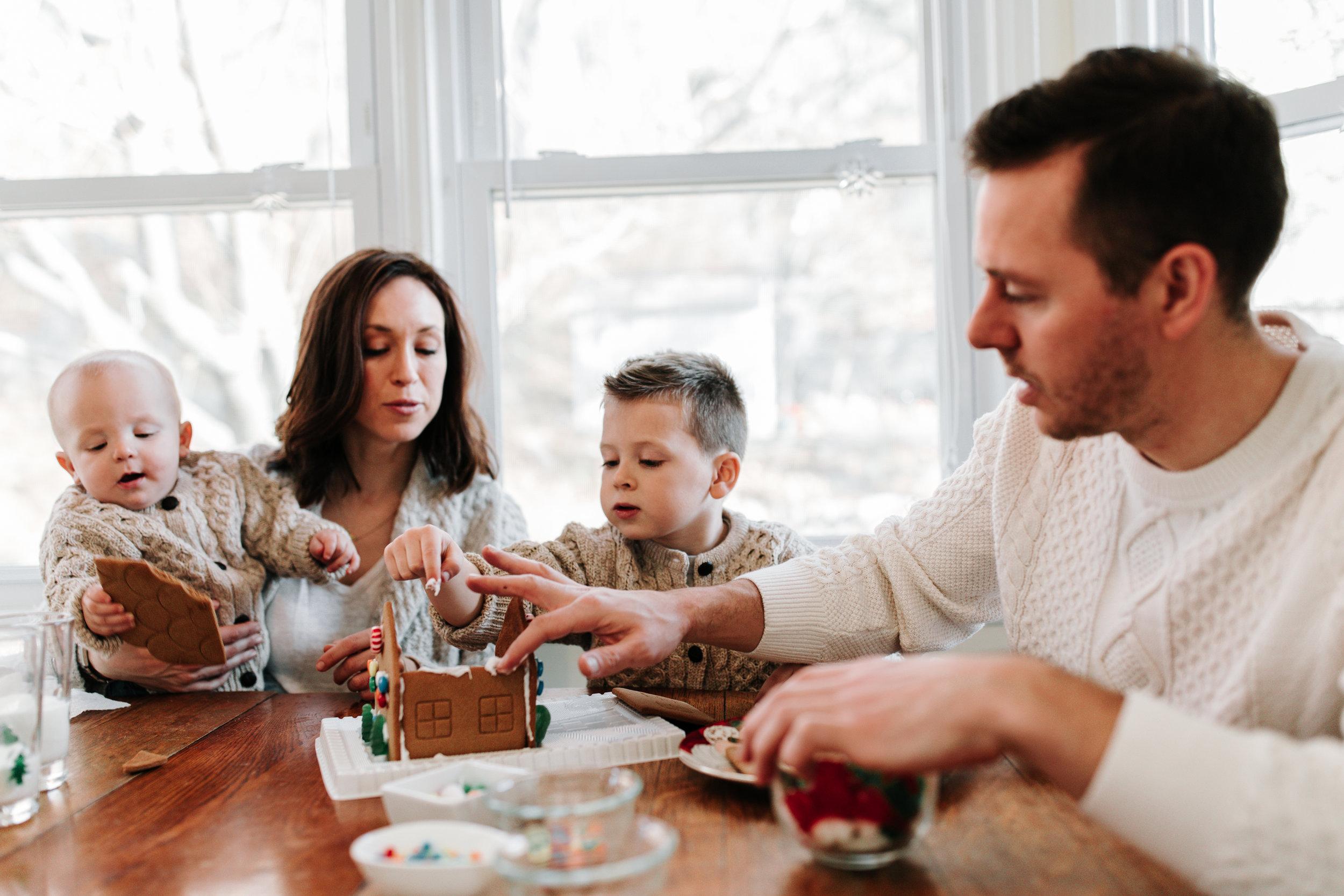 Knudsen Family Lifestyle Christmas Photos Gingerbread house 2017-37.jpg