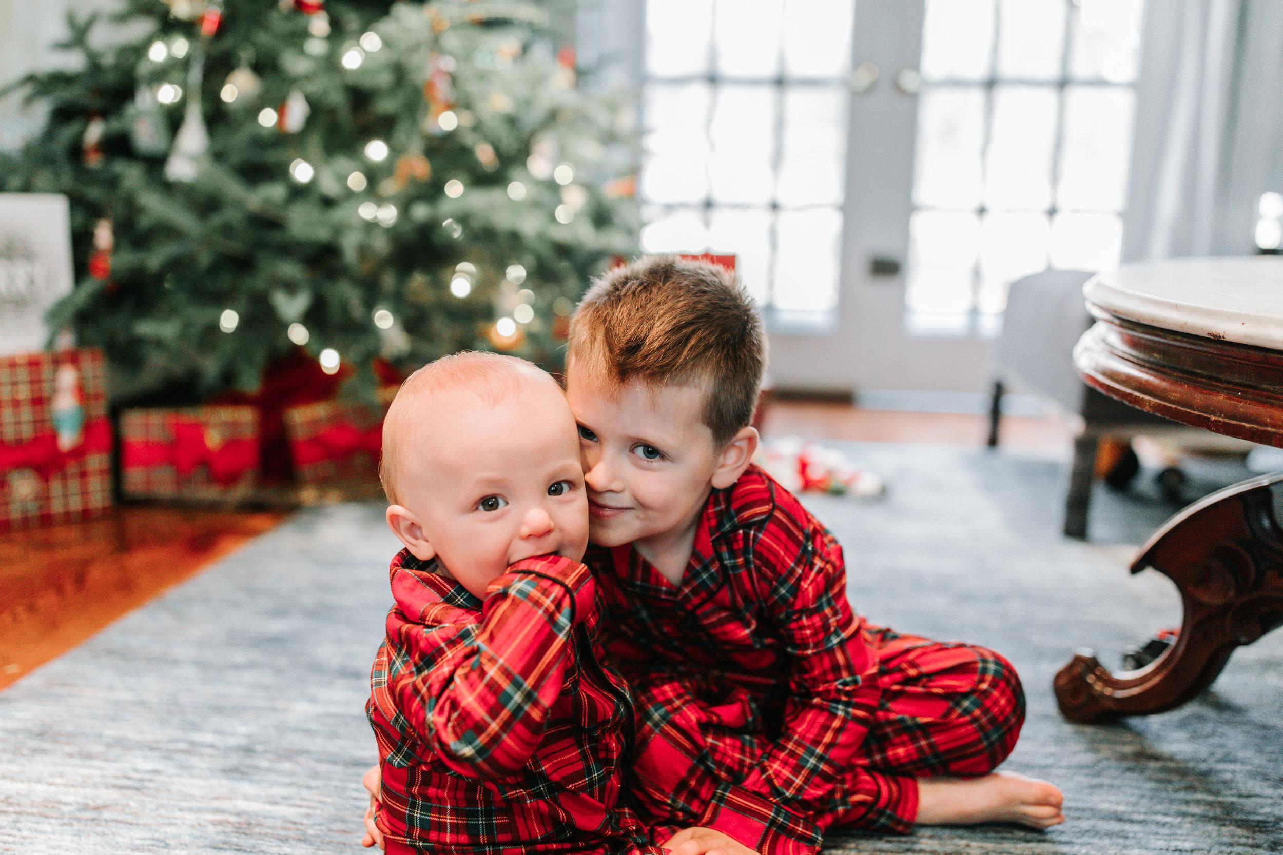 Knudsen Family Lifestyle Christmas Photos Gingerbread house 2017-2.jpg