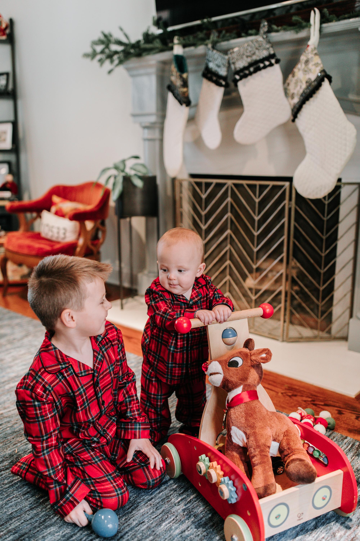 Knudsen Family Lifestyle Christmas Photos Gingerbread house 2017-7.jpg