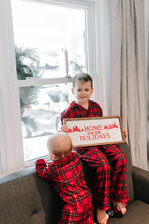 Knudsen Family Lifestyle Christmas Photos Gingerbread house 2017-10.jpg