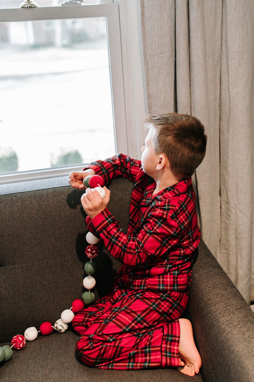 Knudsen Family Lifestyle Christmas Photos Gingerbread house 2017-28.jpg