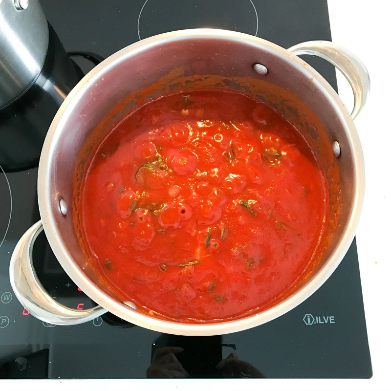 Super-Simple-Italian-Tomato-Basil-Sauce.jpg