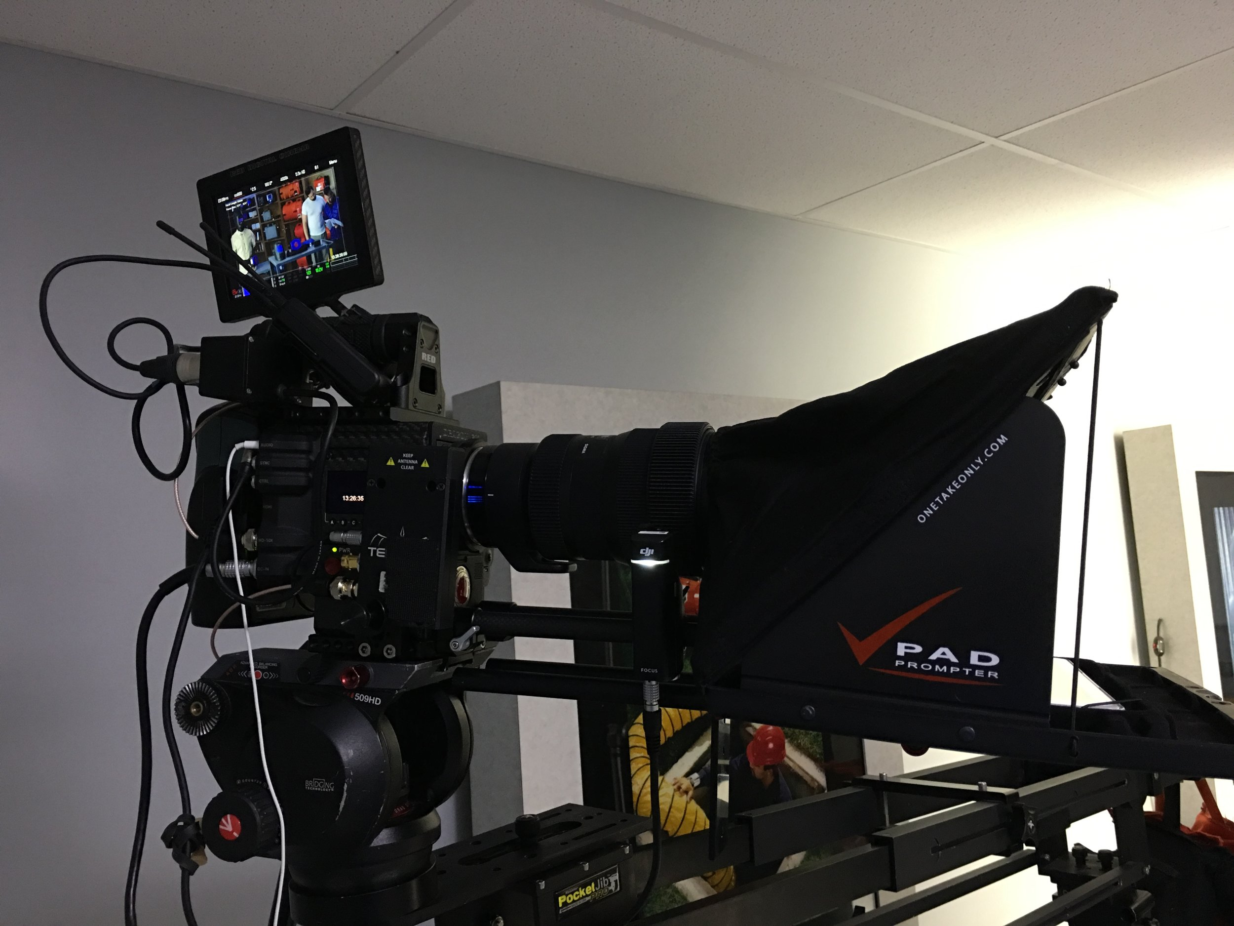 Carbon Fiber RED Weapon rigged with the Teleprompter.