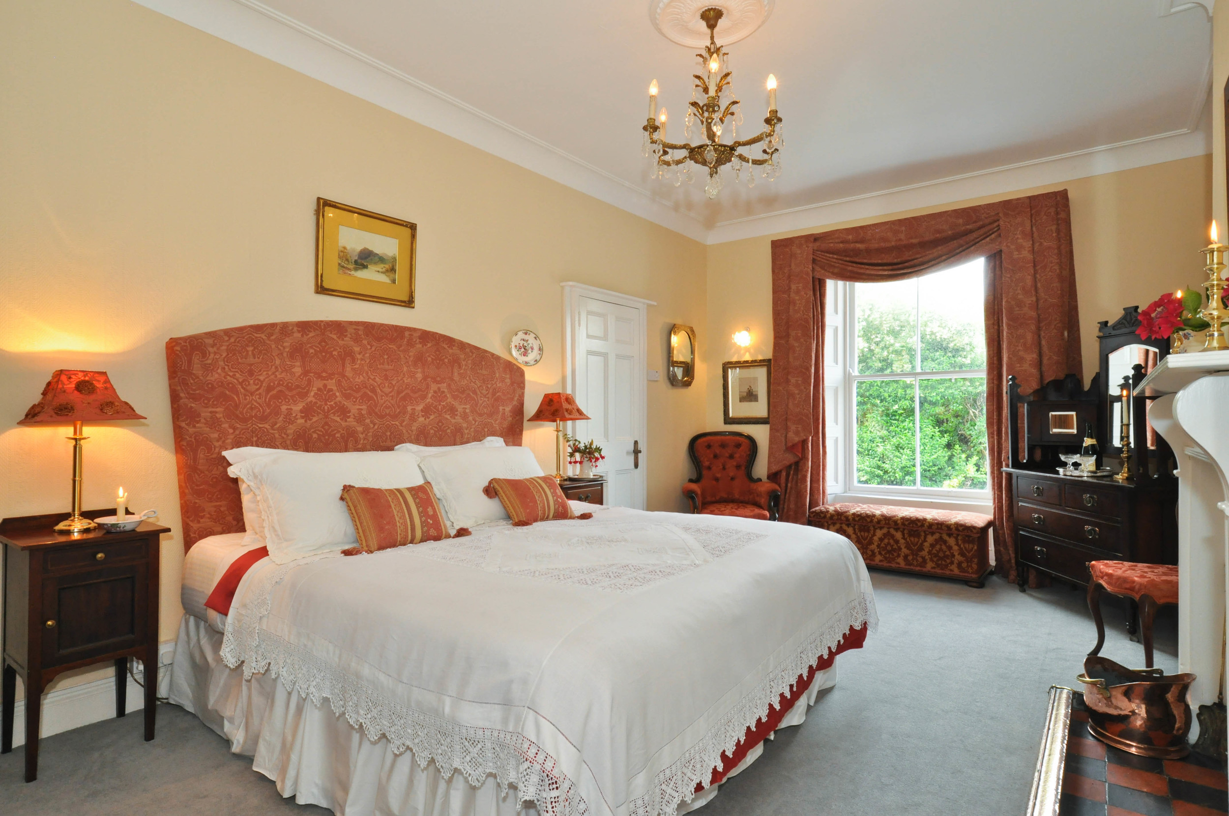 Claddagh suite - super-king with shower and wc en-suite