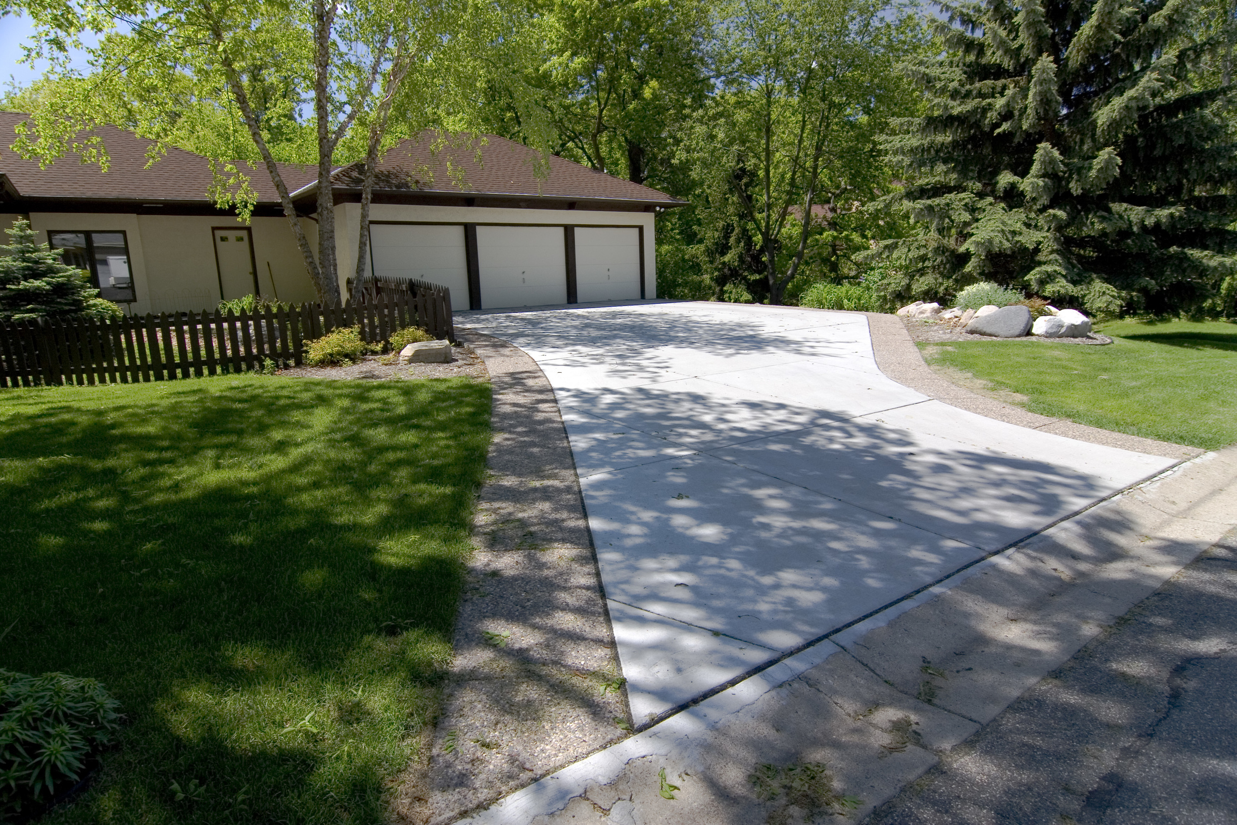 Concrete driveway, exposed aggregate border, Woodbury, MN, M. F. Fleischhacker