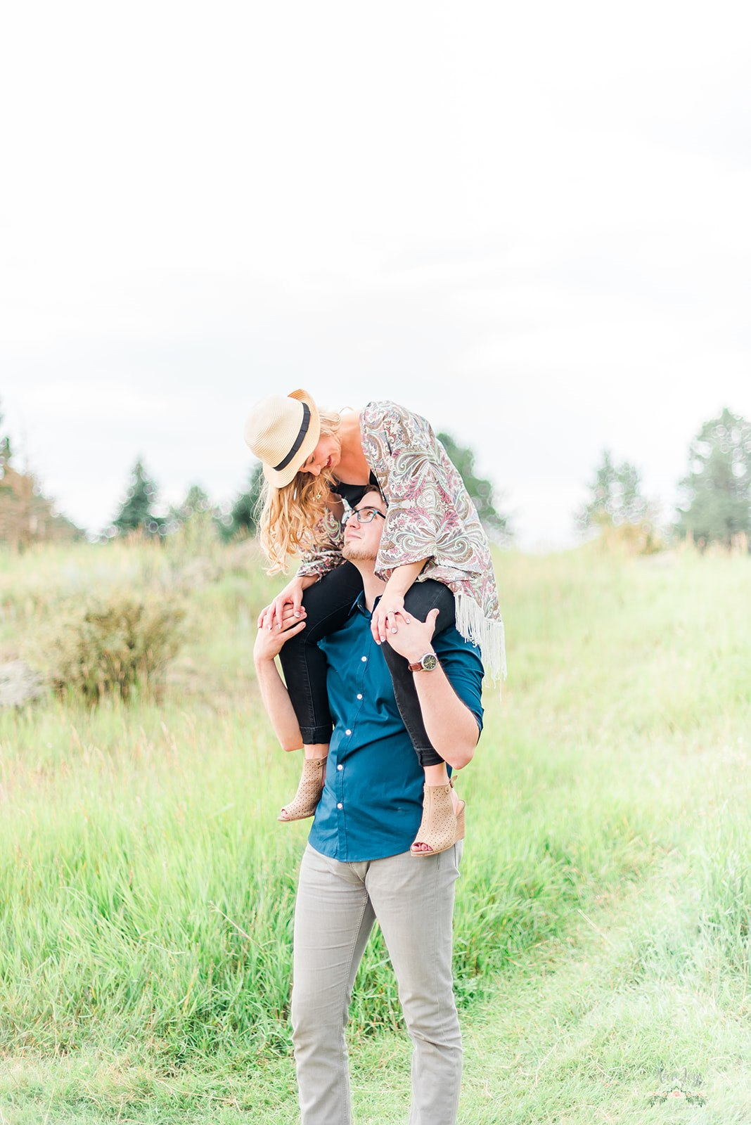 best engagement poses, must have engagement photos, fun engagement photos,