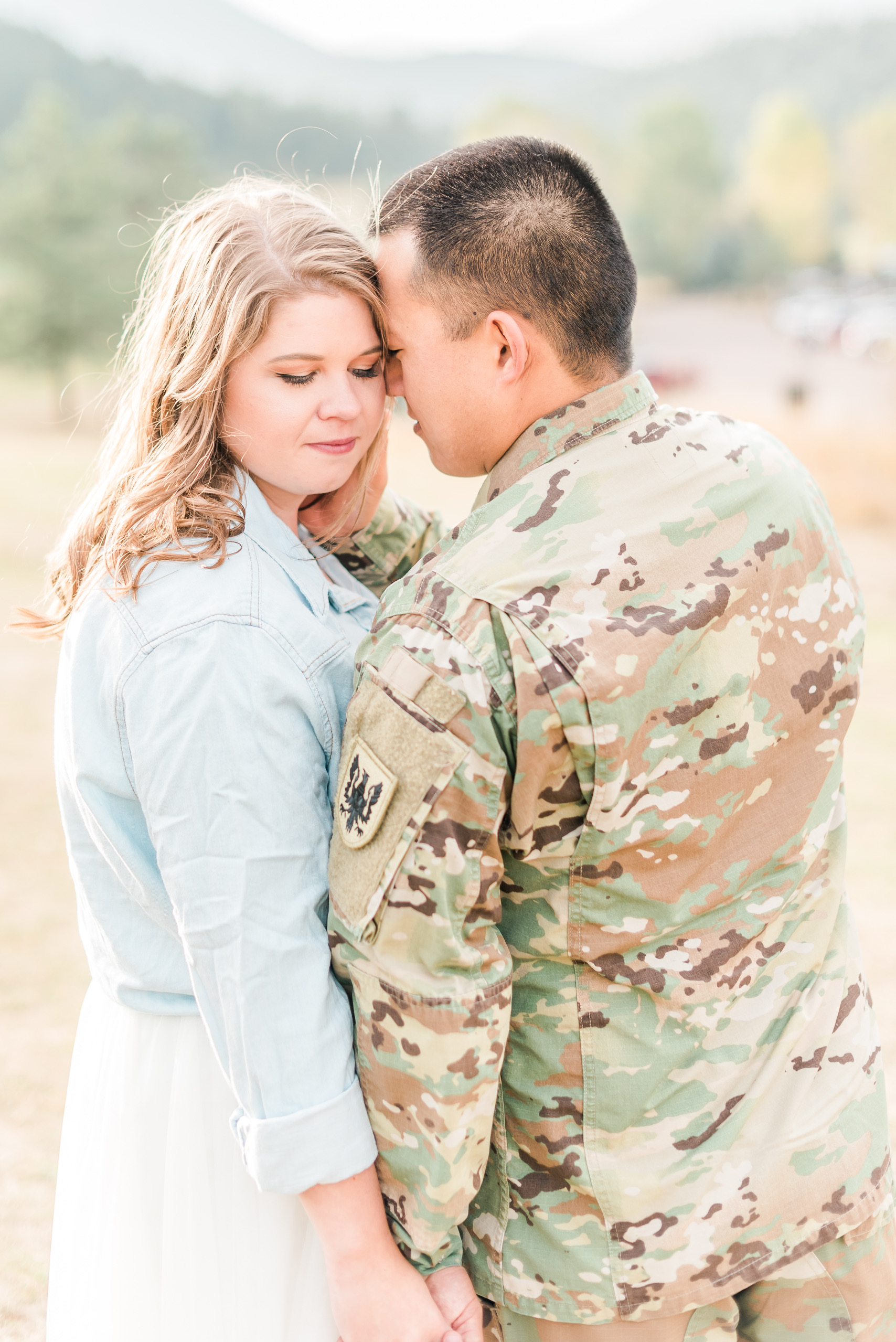 army engagement session, colorado engagement, moutain session, bright and airy photography,