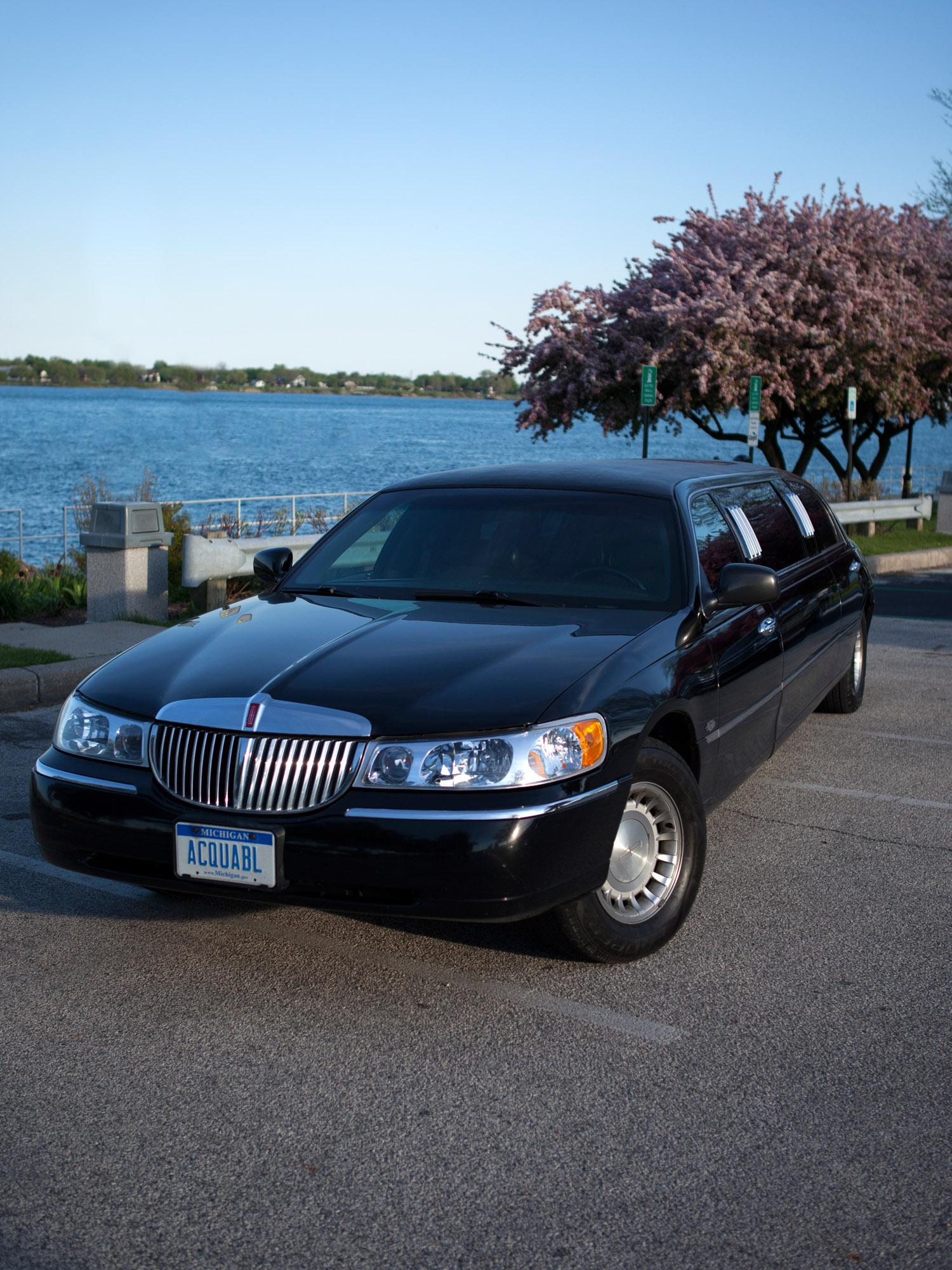 Airport Shuttle and Limousine Services | Port Huron, MI