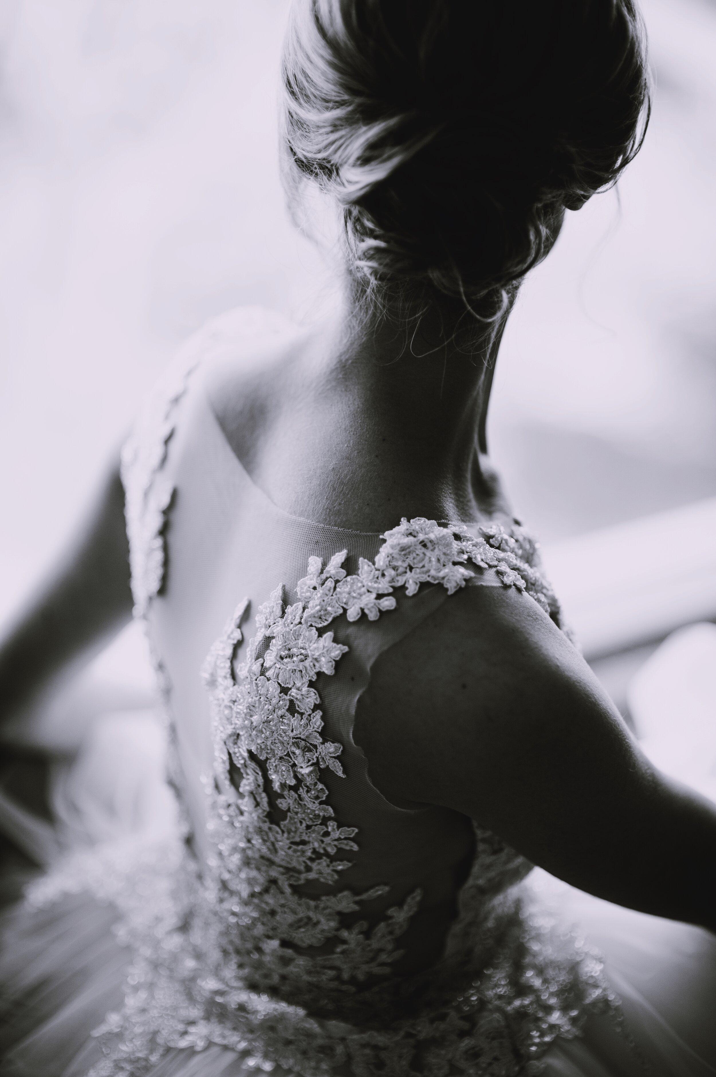 lace bride back