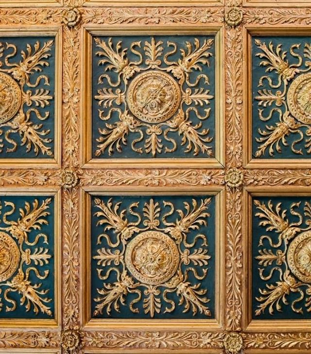 The goldern ceiling designs imported from Italy and displayed at Casa Labia ⁠ .⁠ www.casalabia.co.za⁠ .⁠ #casalabia #casalabiacc #capetown #muizenberg #littleitaly #luxury #luxuryvenue #seaview #capetownhistory #design #golddesign #capetowntourism #history