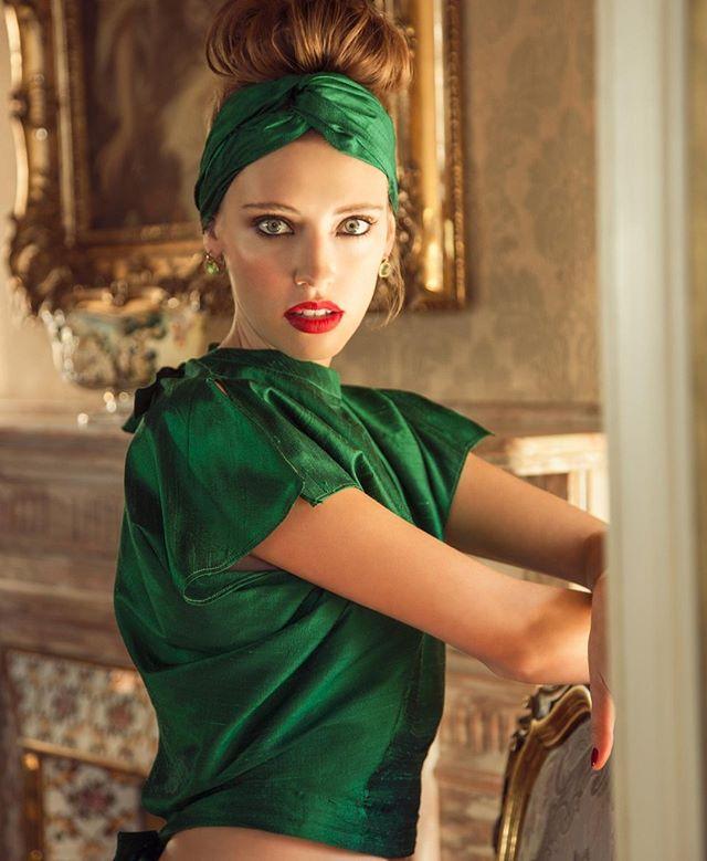 A splash of editorial green in our gold Ballroom . www.casalabia.co.za . #casalabia #casalabiacc #capetown #muizenberg #littleitaly #luxury #luxuryvenue #editorialshoot #stillshoot #katvanduinen #stillshootvenue