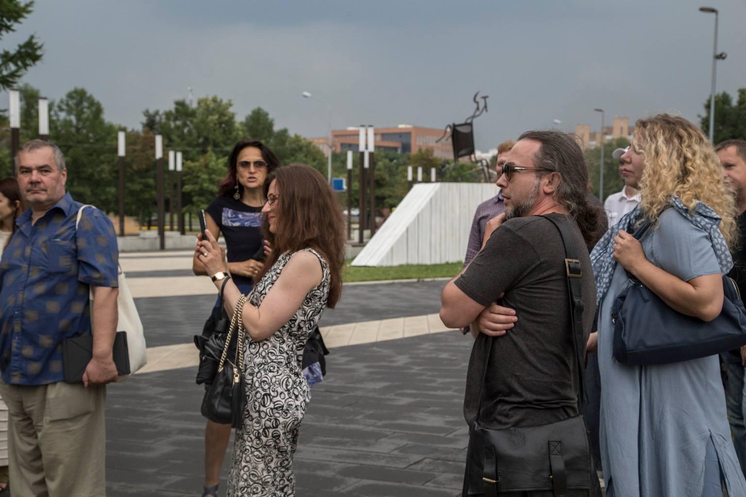 Марина Звягинцева проводит экскурсию по проекту #6СОТОК