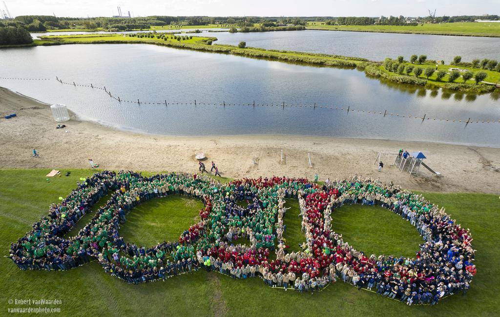 Scouts in The Netherlands form a massive 10:10 logo. Photo by Robert van Waarden  Creative Commons