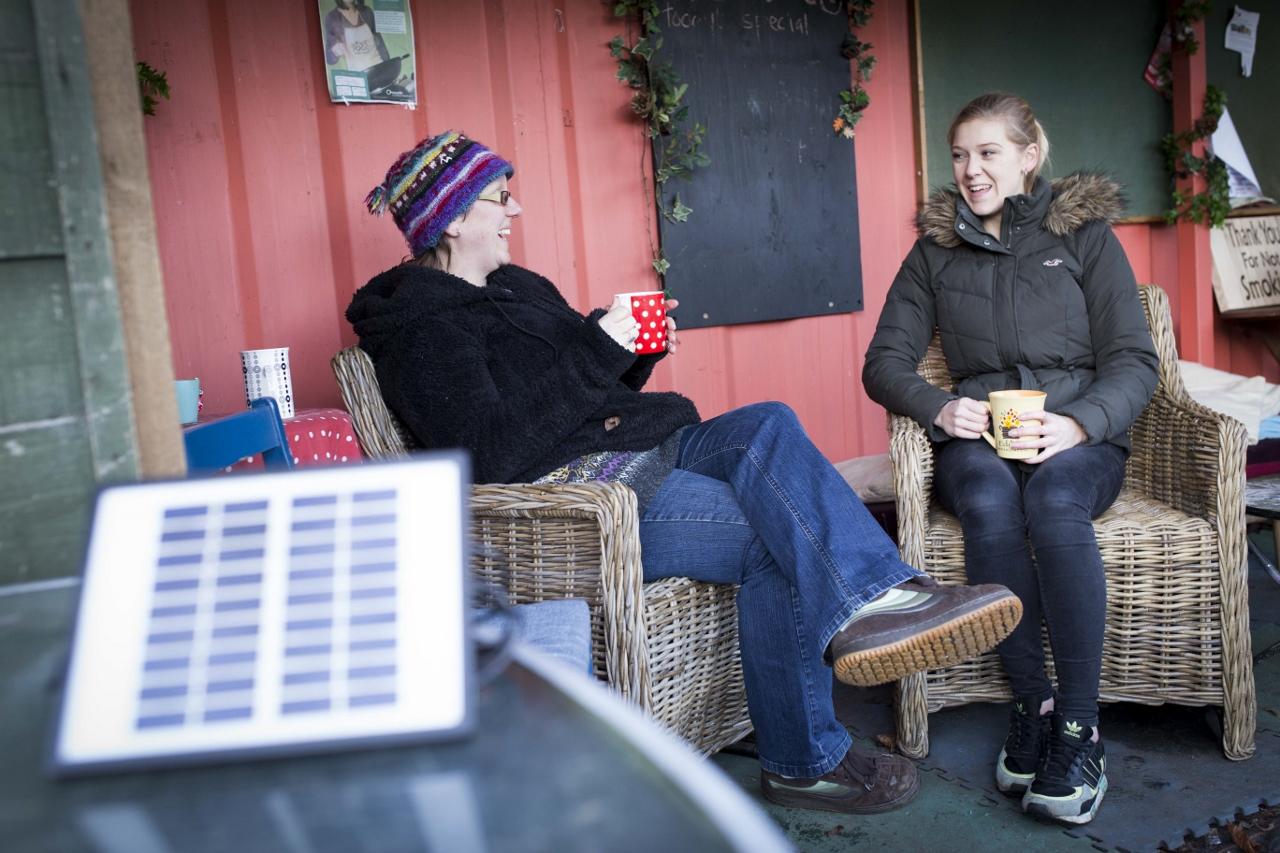 Hulme Garden Centre. Rachel Summerscales (left) and Emma Richards , volunteer. (2) (1280x853).jpg