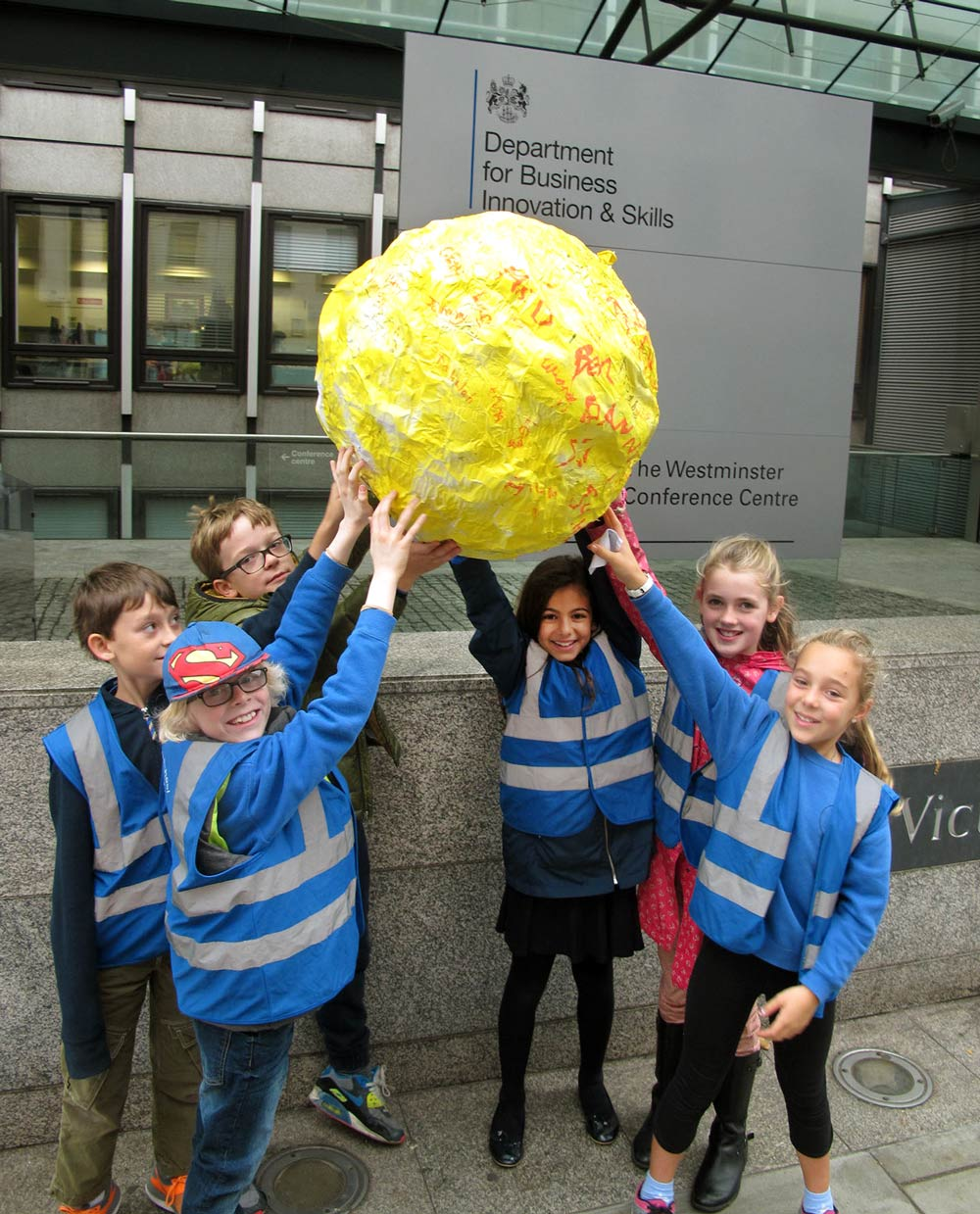Pupils from Fox Primary show their support for solar in a suitably artistic fashion.