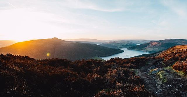 The Derwent Valley from Bamford Edge ☀️ . . #peakdistrict #peakscollective #sunset #goldenhour