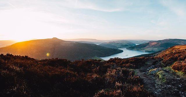 The Derwent Valley from Bamford Edge ☀️ . . #peakdistrict #peakscollective #sunset #goldenhour