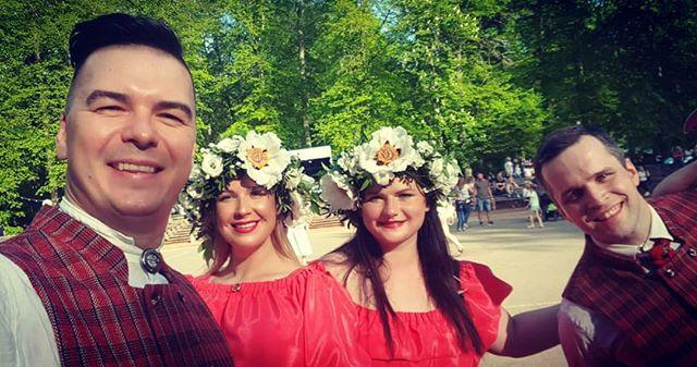 TirkizBand dzīvojas pa Jelgavas novada svētkiem Elejā! Ir karrrrssstti :) #music #friends #tirkizband #openairconcert