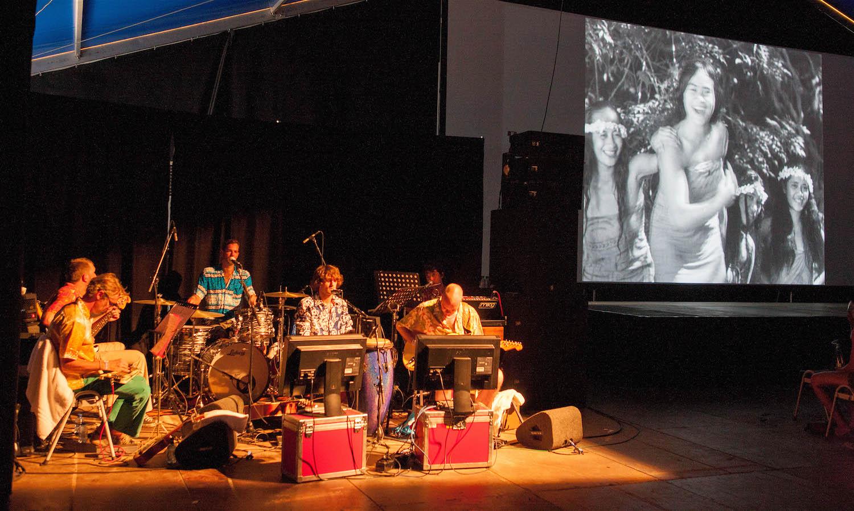 The Anacondas meet F.W. Murnau's Tabu | 19.08.12 Lowlands Festival Biddinghuizen © Isabel Nabuurs