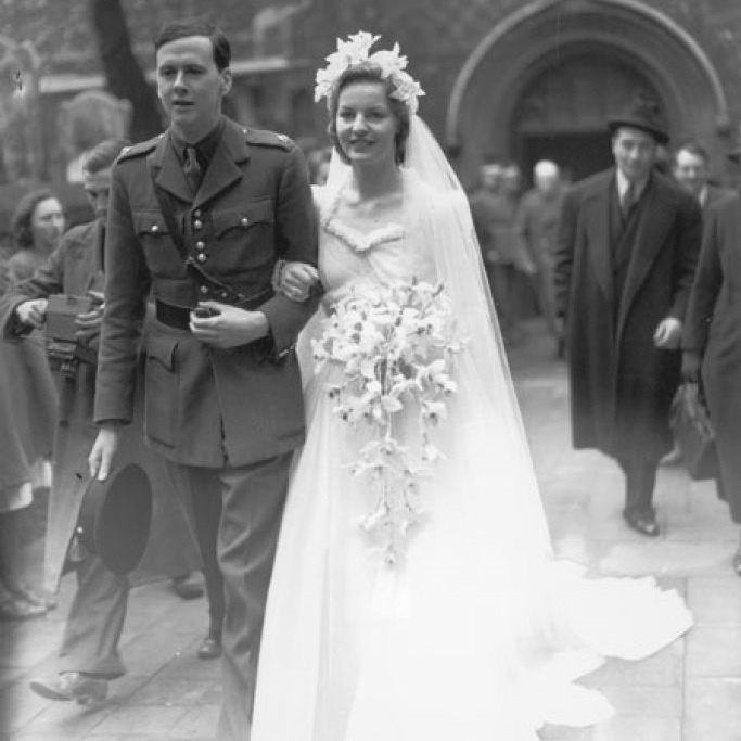 Debo Mitford and Andrew Cavendish on their wedding day in 1941. Credit: Keystone/Getty Images.