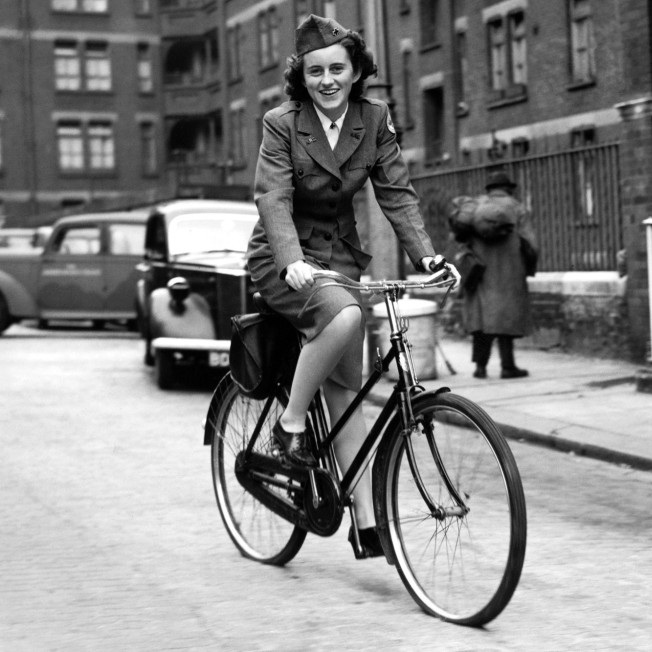 Kick became known as 'the girl on the bicycle' during WW2 after this photo of her appeared in the Daily Mail in 1943.