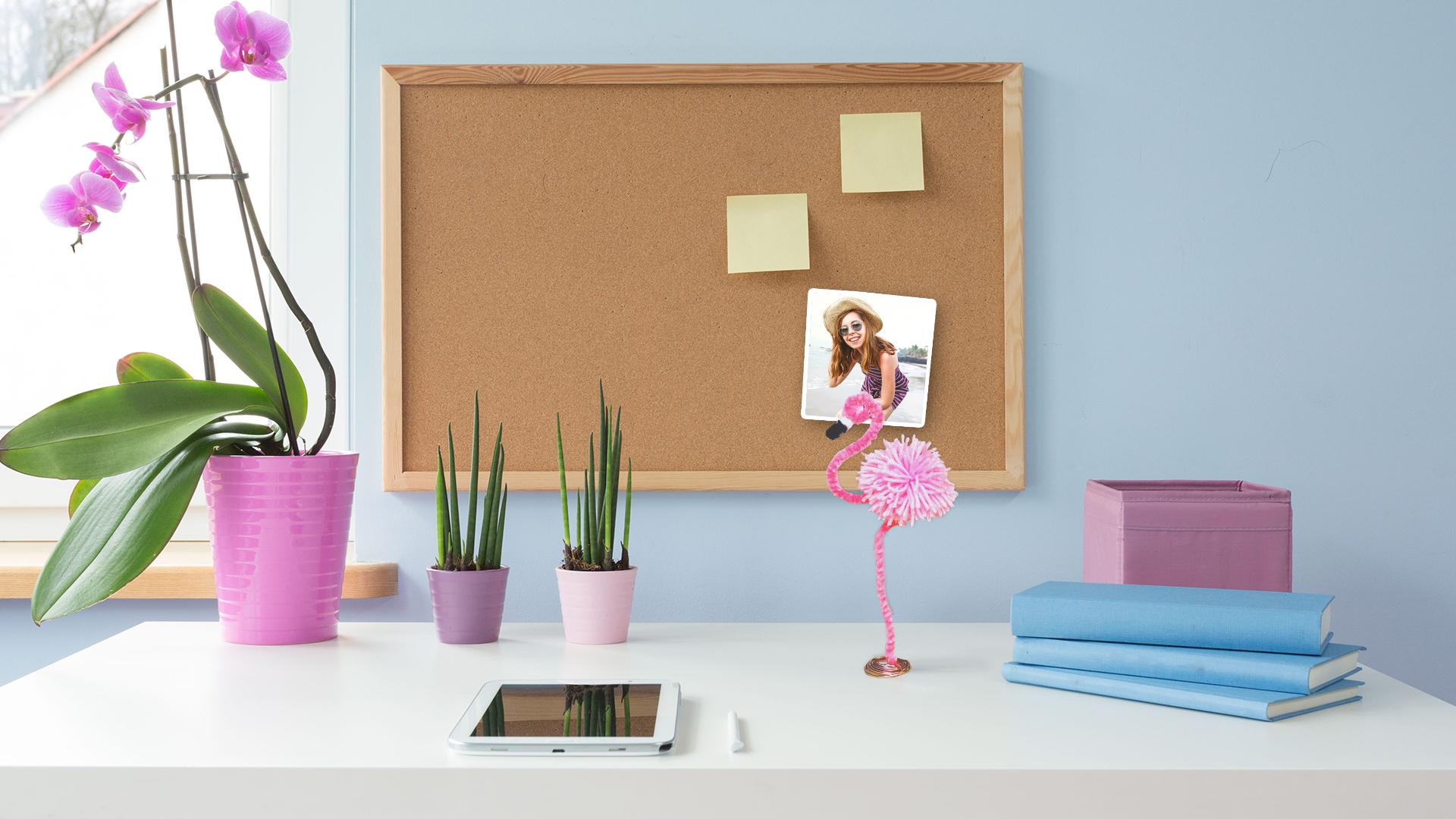 DIY Flamingo Photo Stand