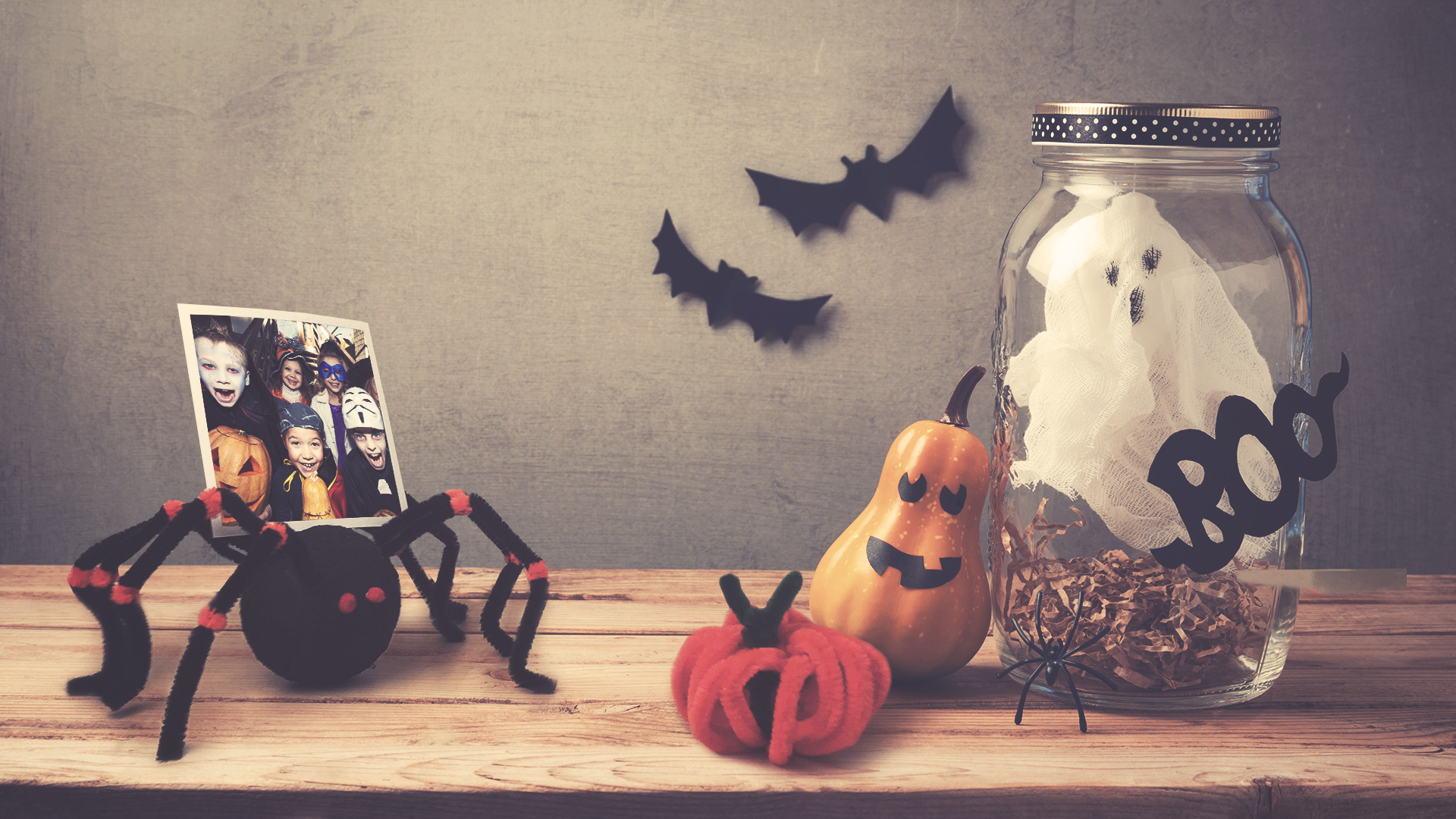 DIY Halloween Party Decoration Spider Photo Stand