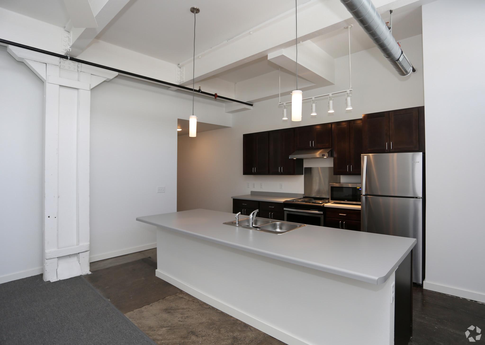 atrium-lofts-wausau-wi-kitchen (1).jpg