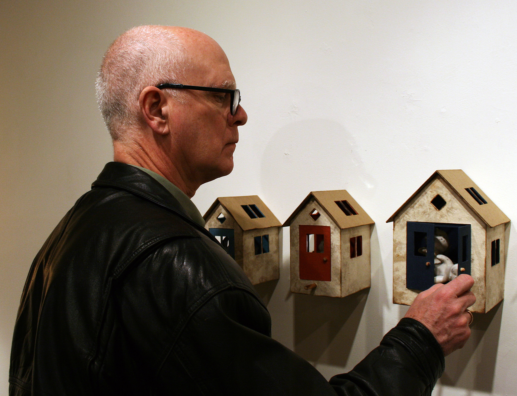 Bird-Houses-Installation-View-12_BC-with-Viewer2.jpg