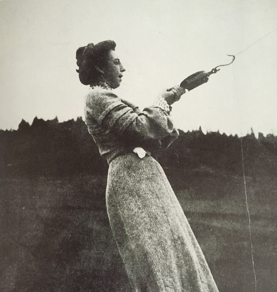 Mabel shared her husband's enthusiasm for flight and, in 1903, was photographed measuring the pull of a kite.