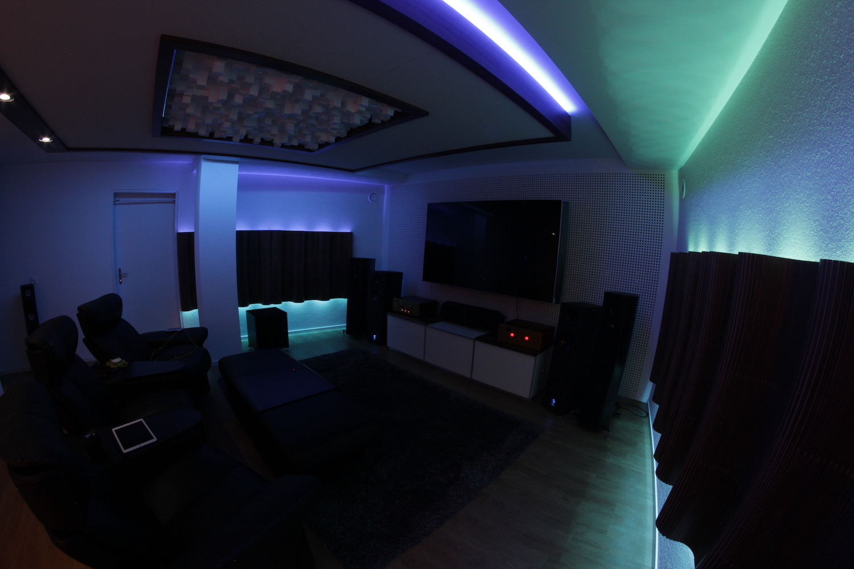 Das fertige Home-Cinema, mit minimaler Beleuchtungsstufe