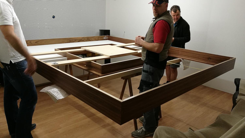 Bau des zentralen Deckensegels mit den akustischen Komponenten