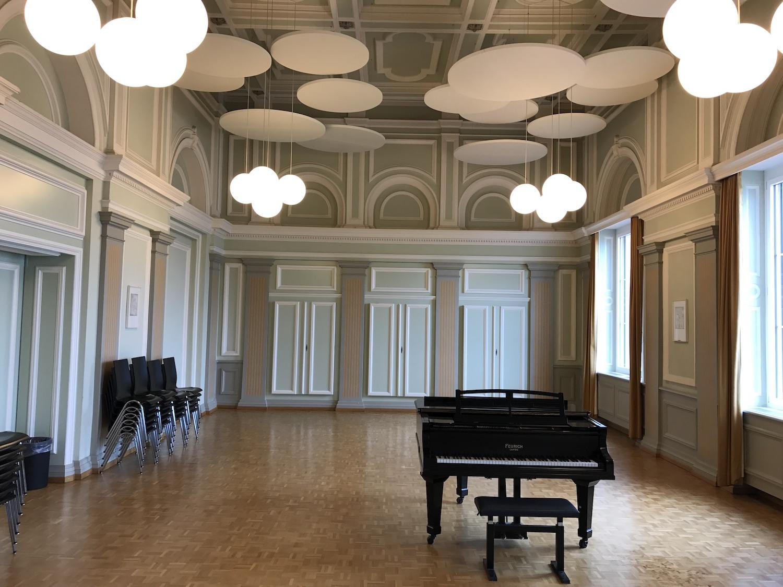 Akustik-Deckensegel in der Aula Herrengasse Schwyz