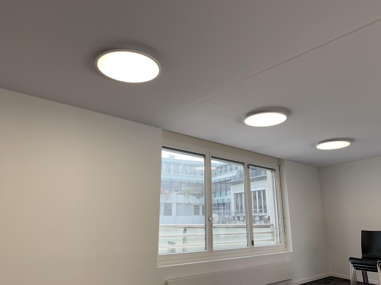 Akustik-Spanndecke mit integriertem Licht