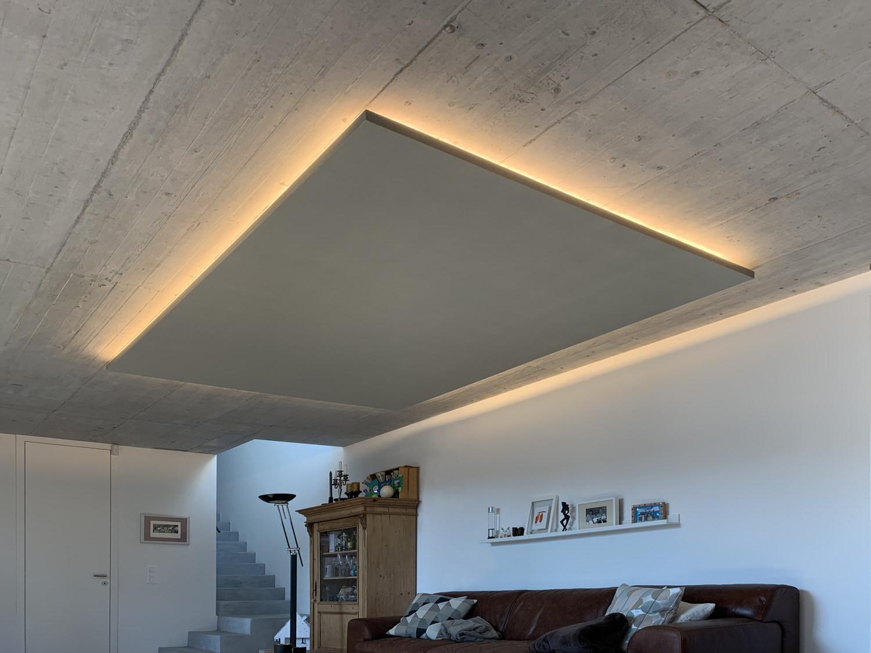 APerf-Deckensegel mit LED-Beleuchtung