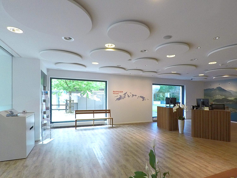 Raumakustik Raiffeisen Bank Stans Deckensegel Ecophon Solo Circle