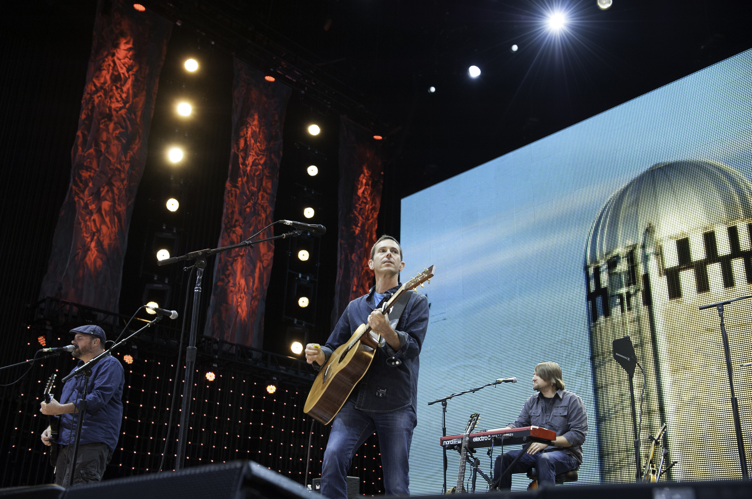 toad-the-wet-sprocket-farmaid 2013.jpg