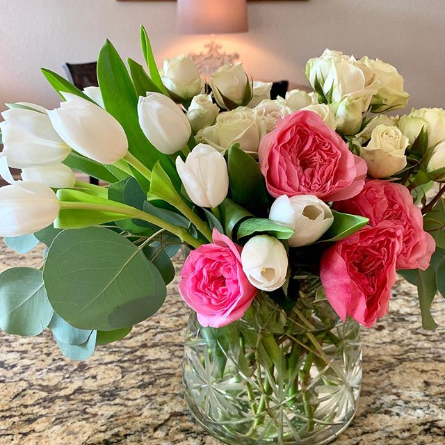 Thinking pink today ! Baby shower for my sweet daughter n law ! Baby Khloe' here next week 😊🌸 we are all super excited !! #atxweddings #lakewayflorist  #austinflorists #austinweddingplanner #antebellumoaksvenue