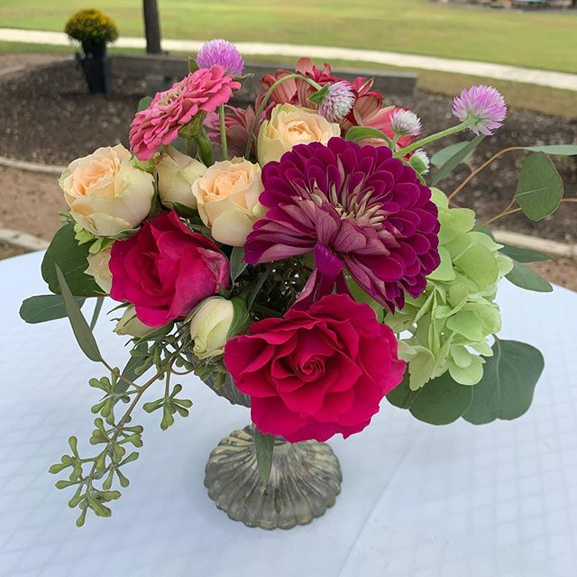 Cocktail tables always add a special touch 😊🌷#atxwedding #antebellumoaksvenue #austinweddings #austinweddingstyle #austinweddingflorist #lakewayflorist  #austinfloraldesign #austinweddingflorist #lakewaytx