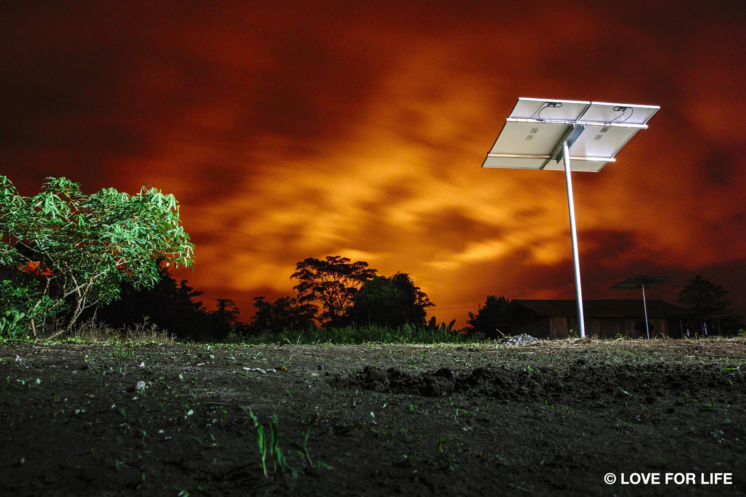 Arausol-Montagesystem einer Insel-Solaranlage im Amazonasgebiet von Ecuador. Der brennende Himmel zeigt die kilometerweit entfernte Abfackelung der Ölförderung.      Normal   0       21       false   false   false     DE   X-NONE   X-NONE                                                                                                                                                                                                                                                                                                                                                                                                                                                                                                                                                                                                                                                                                                                                                                                                                                                               Normal   0       21       false   false   false     DE   X-NONE   X-NONE                                                                                                                                                                                                                                                                                                                                                                                                                                                                                                                                                                                                                                                                                                                                                                                                                                                            /* Style Definitions */  table.