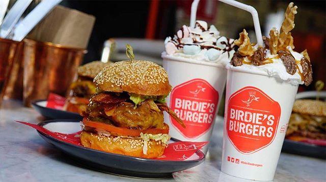 Burgers and shakes! . . . . . . #milkshakes #burgers #crispyburger #hamburguesas #foodporn #instafood