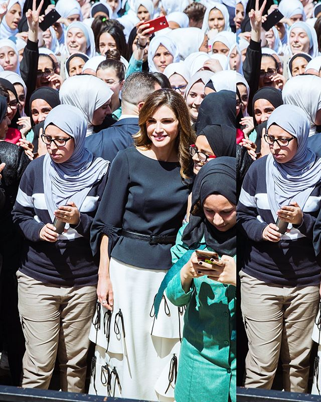 {KNOTTED SKIRT}: This is how @queenrania spent her day in #Reemami yesterday 🦋❤️💃🦄🌸 #queenrania  #queenraniastyle #elegance #saynotobullying #jordan #lovejo #queenraniafashion