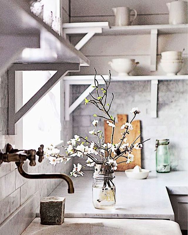 Is it true? Has it come to an end? 😩 #endlesssummer //image via Pinterest #mykitchenismyhappyplace . . . . #kitchen #kitchendesign #kitchendesigner #summervibes #labourdayweekend #summertime #backatit #verilymoment #darling #darlingmovement #thatsdarling #theartofslowliving #nothingisordinary #thehappynow #flashesofdelight #persuepretty #shelfie #postitfortheaesthetic #simplepleasures #itsallinthedetails #simple #instamood #instamoment #choosejoy #choosehappiness #whitekitchen #interiorstyling #interiordetails