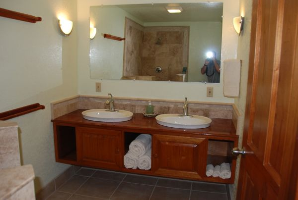 Belize fishing lodge - guest bathrooms