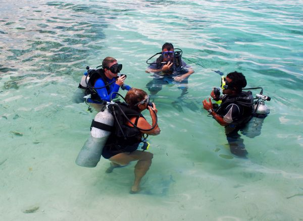 Scuba diving instruction in the safety of shallow water