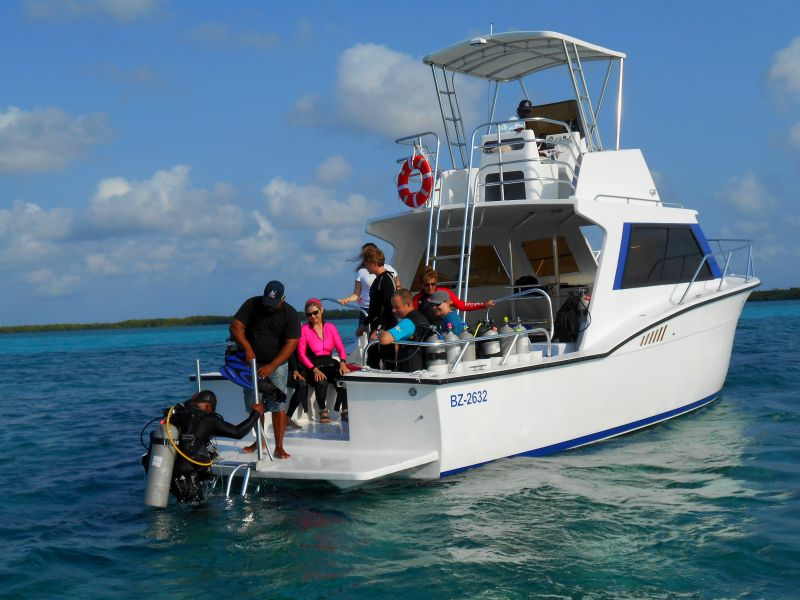 Open water scuba diving instruction from the dive boat